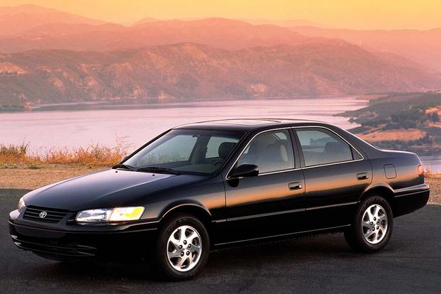 1997-2001 Toyota Camry vs. 1998-2002 Honda Accord: Which Is Better? featured image large thumb1