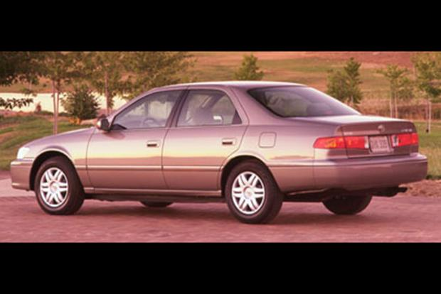 1997-2001 Toyota Camry vs. 1998-2002 Honda Accord: Which Is Better? featured image large thumb3