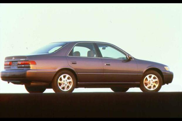 1997-2001 Toyota Camry vs. 1998-2002 Honda Accord: Which Is Better? featured image large thumb5