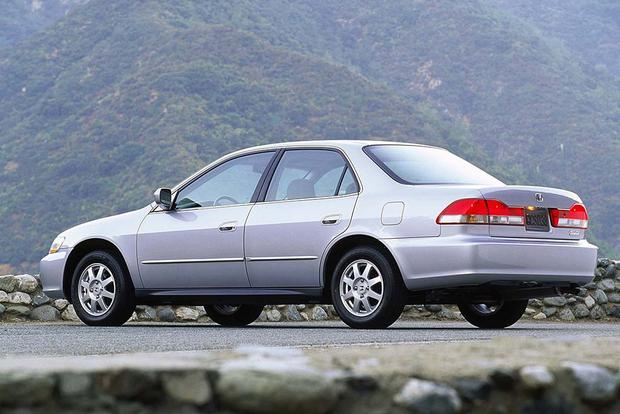 1997-2001 Toyota Camry vs. 1998-2002 Honda Accord: Which Is Better? featured image large thumb4