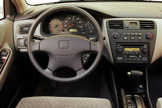 1997-2001 Toyota Camry vs. 1998-2002 Honda Accord: Which Is Better? featured image large thumb8