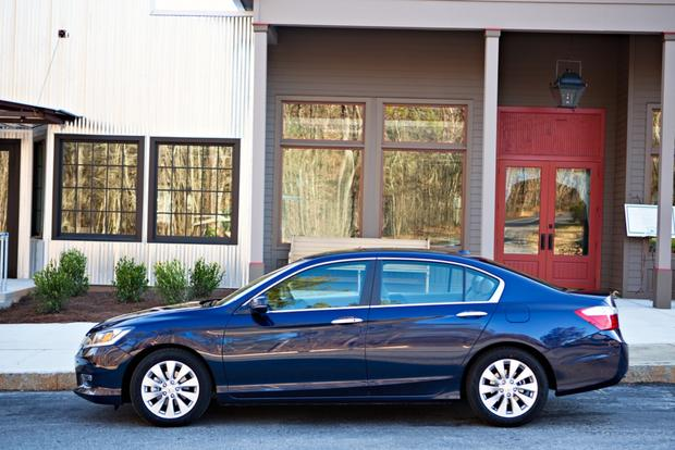 2013 Honda Accord: Comfortable Cruiser featured image large thumb1