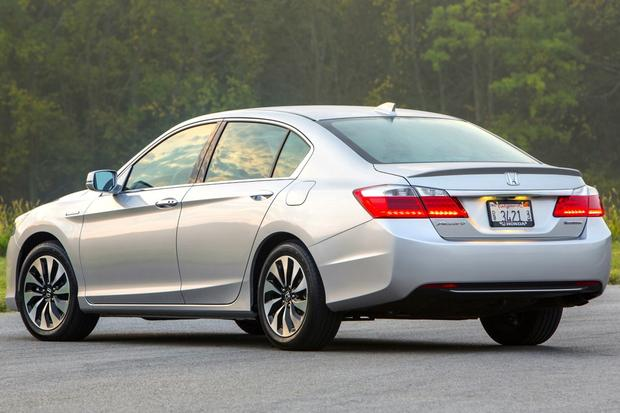 2017 Honda Accord Hybrid Vs Toyota Camry Which Is Better Featured