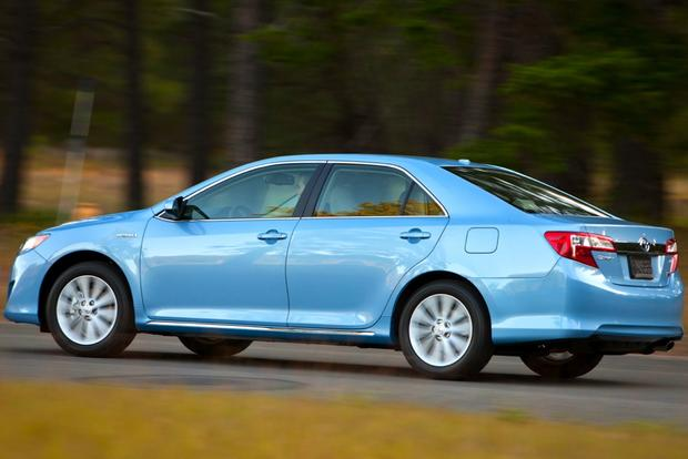 2014 Honda Accord Hybrid vs. 2014 Toyota Camry Hybrid: Which Is Better? featured image large thumb3