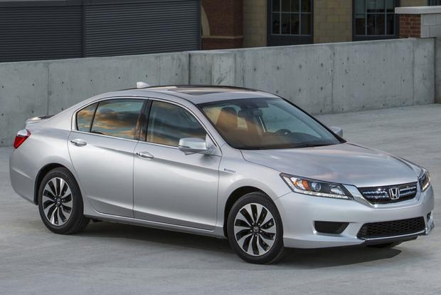 2014 Honda Accord Hybrid vs. 2014 Toyota Camry Hybrid: Which Is Better? featured image large thumb4