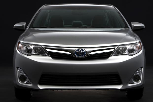 2014 Honda Accord Hybrid vs. 2014 Toyota Camry Hybrid: Which Is Better? featured image large thumb7