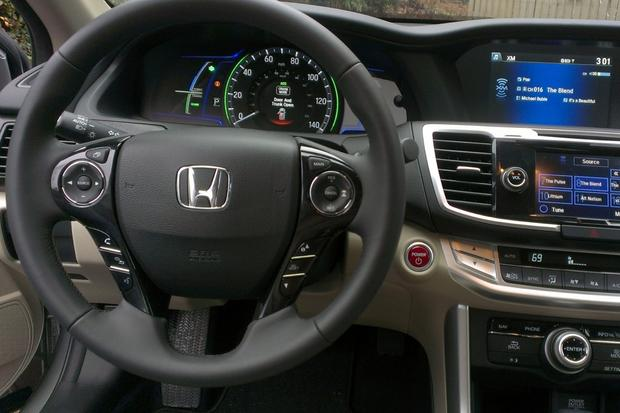 2014 Honda Accord Hybrid: Is This the Best Hybrid? featured image large thumb2