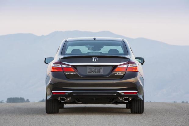2016 Honda Accord: New Car Review featured image large thumb3