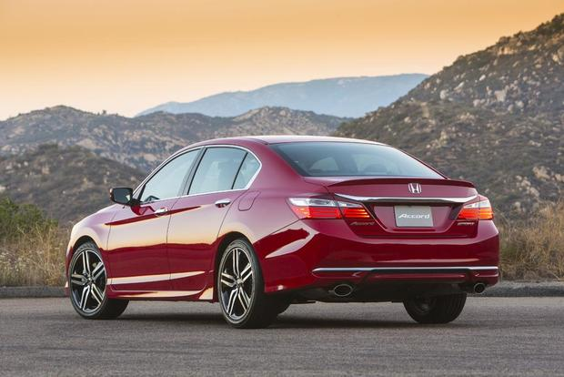 2016 Honda Accord: New Car Review featured image large thumb6