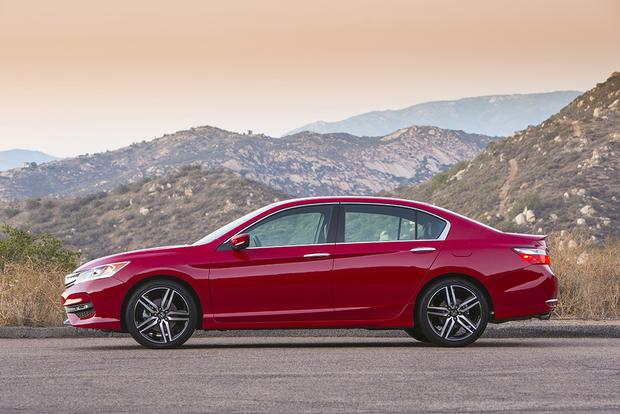 2017 Honda Accord: New Car Review featured image large thumb1