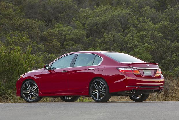 2017 Honda Accord: New Car Review featured image large thumb3