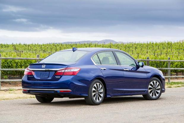 2017 Honda Accord Hybrid: New Car Review featured image large thumb3