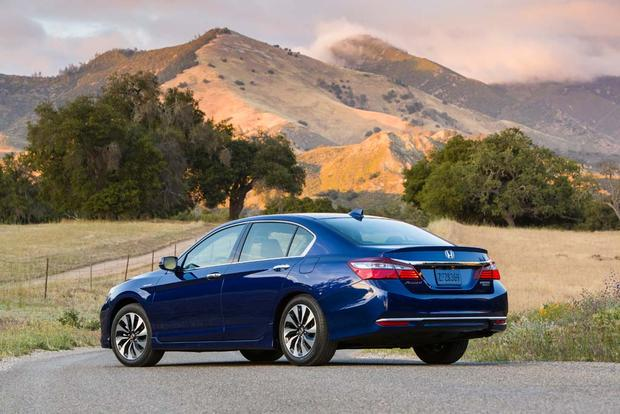 2017 Honda Accord Hybrid: New Car Review featured image large thumb2