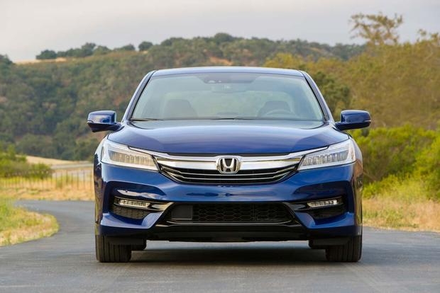 2017 Honda Accord Hybrid: New Car Review featured image large thumb0
