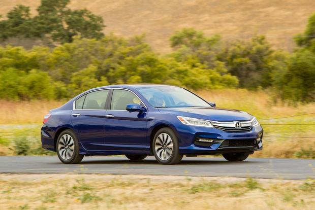 2017 Honda Accord Hybrid New Car Review Featured Image Large Thumb4