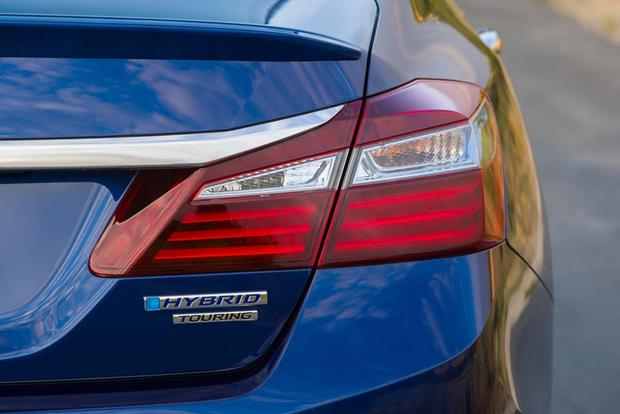 2017 Honda Accord Hybrid: New Car Review featured image large thumb5