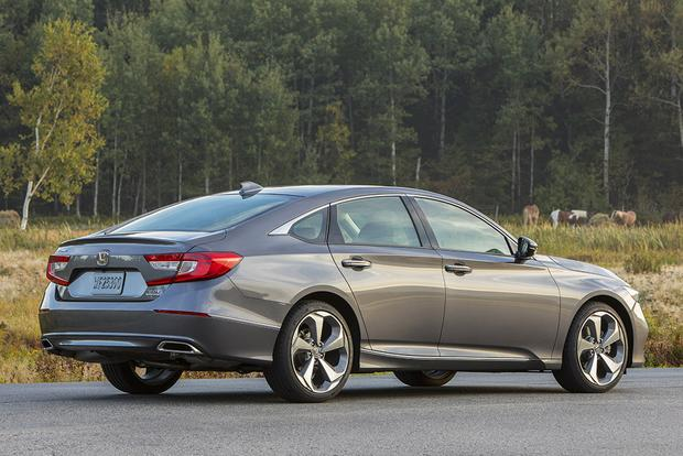 2018 Honda Accord: New Car Review featured image large thumb4