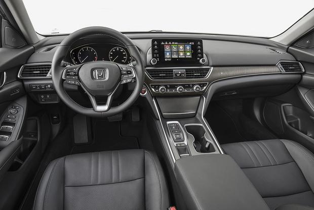 2018 Honda Accord: New Car Review featured image large thumb6