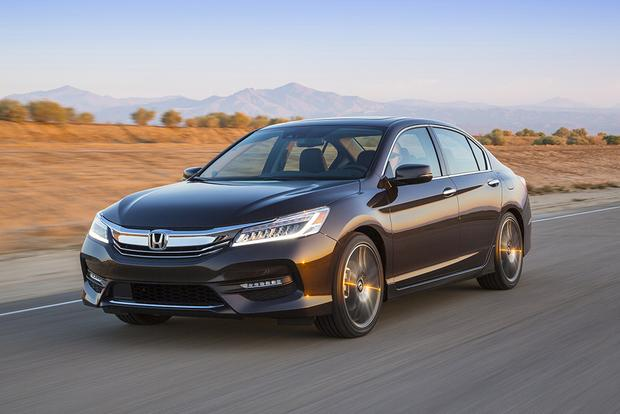 2016 Honda Civic vs. 2016 Honda Accord: What's the Difference? featured image large thumb0