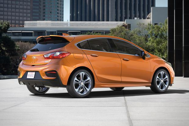 2017 Honda Civic Hatchback vs. 2017 Chevrolet Cruze Hatchback: Which Is Better? featured image large thumb2