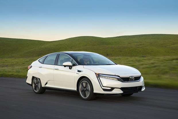 2017 Honda Clarity vs. 2017 Toyota Mirai: Which Is Better? featured image large thumb11