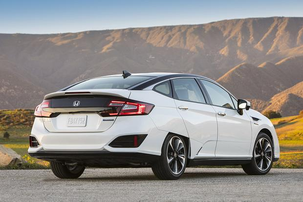 2017 Honda Clarity vs. 2017 Toyota Mirai: Which Is Better? featured image large thumb7