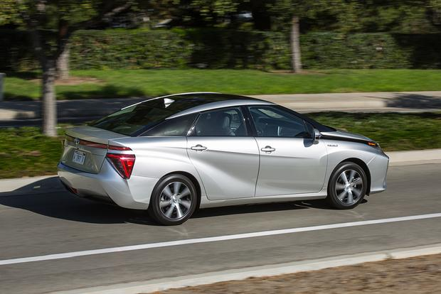 2017 Honda Clarity vs. 2017 Toyota Mirai: Which Is Better? featured image large thumb8