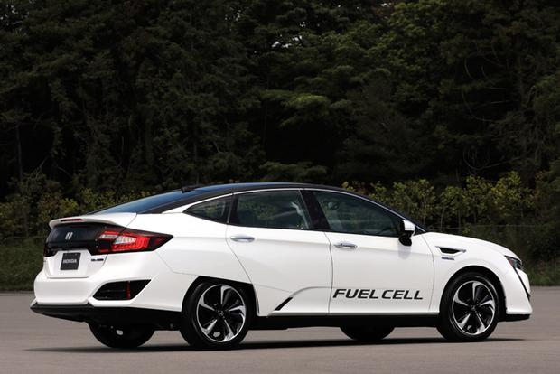 2017 Honda Clarity: One Model, Three Advanced Drivetrains featured image large thumb5
