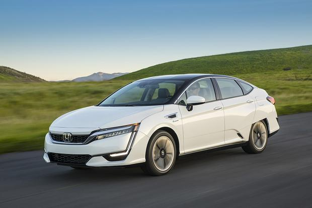2017 Honda Clarity: New Car Review featured image large thumb1
