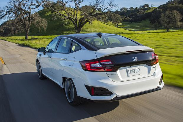 2017 Honda Clarity: New Car Review featured image large thumb3