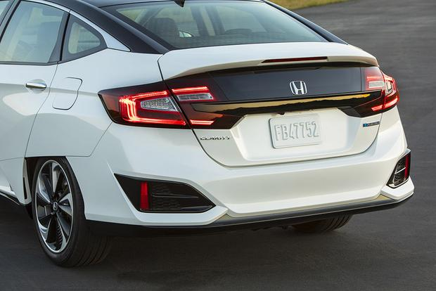 2017 Honda Clarity: New Car Review featured image large thumb4