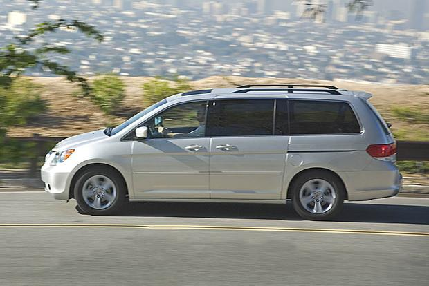 2005 2010 honda odyssey vs 2004 2010 toyota sienna which is better autotrader. Black Bedroom Furniture Sets. Home Design Ideas