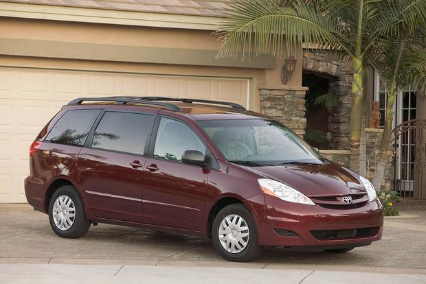 2005 2010 Honda Odyssey Vs 2004 Toyota Sienna Which Is Better
