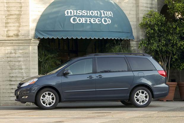 2005-2010 Honda Odyssey vs. 2004-2010 Toyota Sienna: Which Is Better? featured image large thumb2