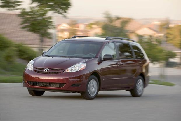 2005-2010 Honda Odyssey vs. 2004-2010 Toyota Sienna: Which Is Better? featured image large thumb4