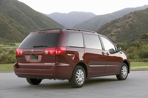 2005-2010 Honda Odyssey vs. 2004-2010 Toyota Sienna: Which Is Better? featured image large thumb6