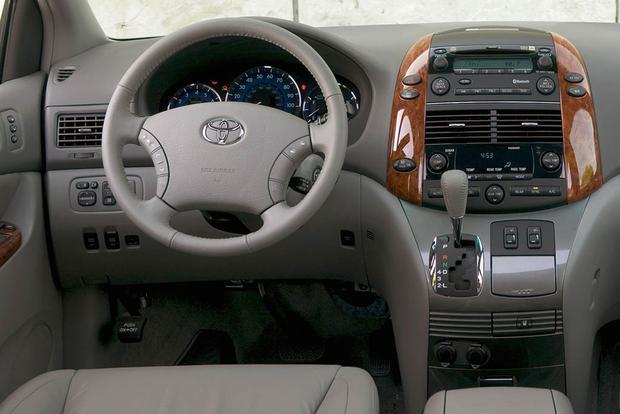 2005 2010 Honda Odyssey Vs 2004 2010 Toyota Sienna Which