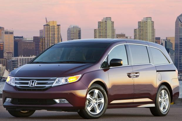 2013 vs. 2014 Honda Odyssey featured image large thumb5