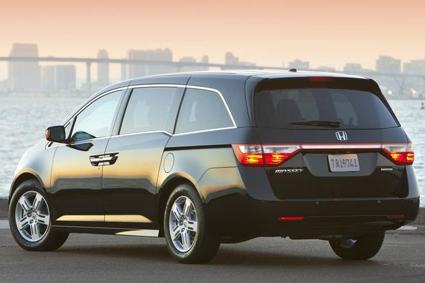 2013 vs. 2014 Honda Odyssey featured image large thumb7