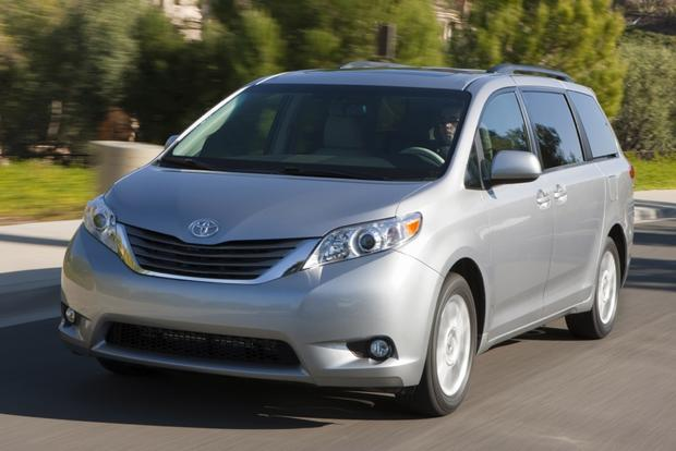 2014 Honda Odyssey vs. 2014 Toyota Sienna: Which Is Better? featured image large thumb4