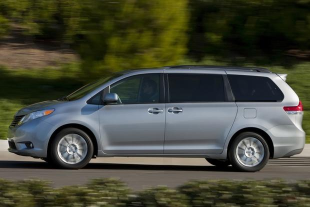 2014 Honda Odyssey vs. 2014 Toyota Sienna: Which Is Better? featured image large thumb5