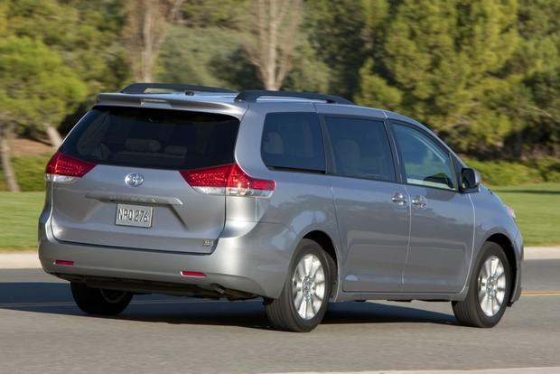 2014 Honda Odyssey vs. 2014 Toyota Sienna: Which Is Better? featured image large thumb6