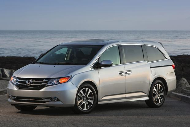 2015 honda odyssey used car review autotrader for Honda car app