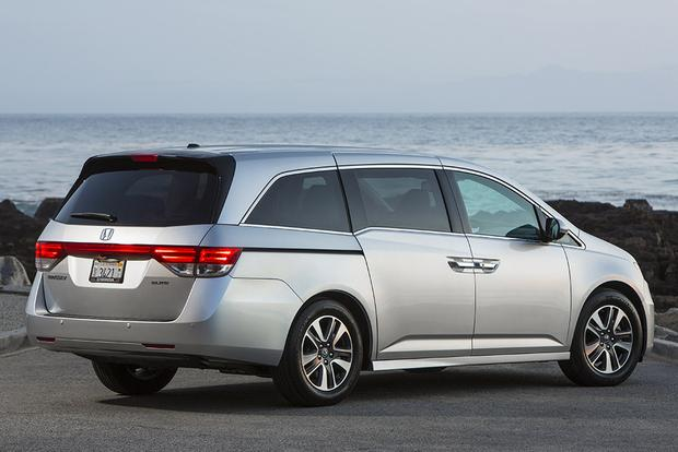 2016 honda odyssey new car review autotrader. Black Bedroom Furniture Sets. Home Design Ideas