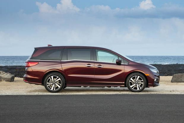 2018 Honda Odyssey: New Car Review featured image large thumb2