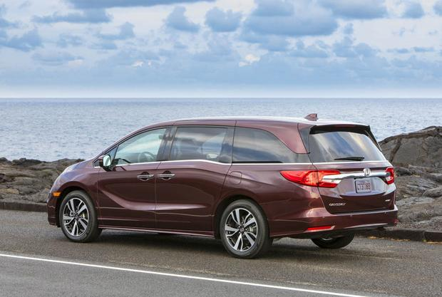 2018 Honda Odyssey: New Car Review featured image large thumb3
