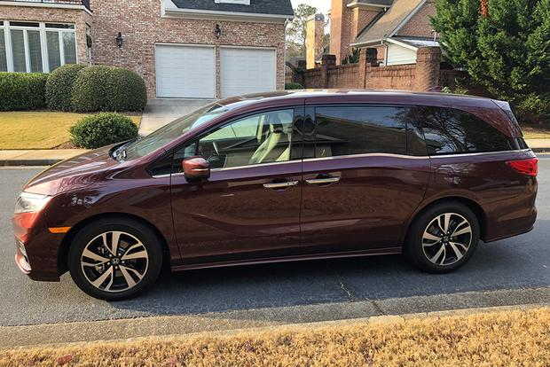 2018 Honda Odyssey: Phone Home featured image large thumb0