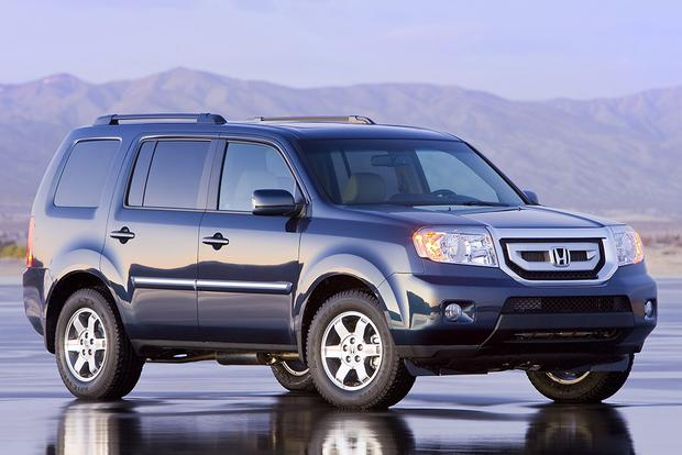 2010 honda pilot used car review autotrader for Used honda pilot 2010
