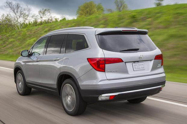 2016 Honda Pilot vs. 2015 Toyota Highlander: Which Is Better? featured image large thumb1