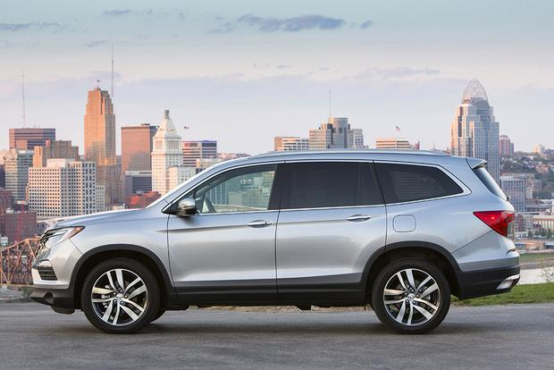 2016 Honda Pilot vs. 2015 Toyota Highlander: Which Is Better? featured image large thumb5
